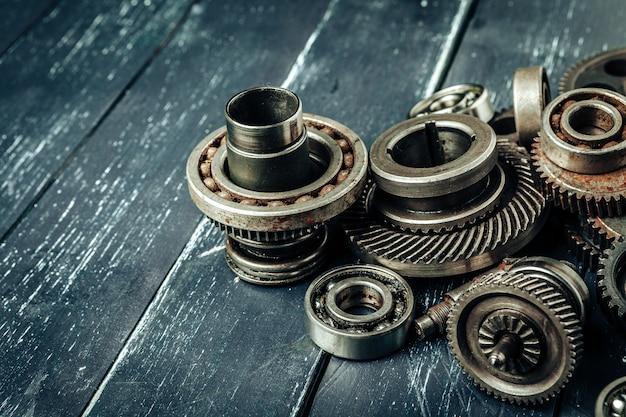 車の部品のギアと木製のベアリング