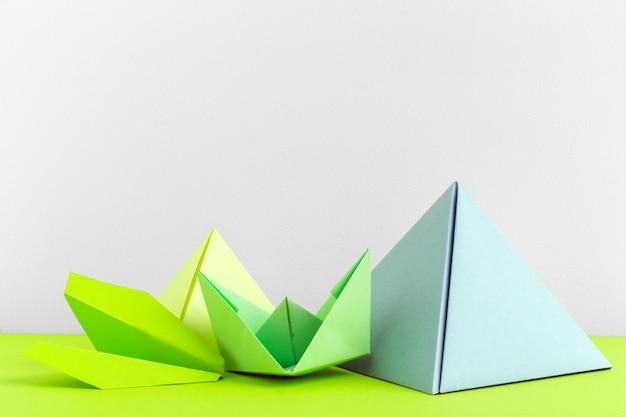 抽象的なカラフルな幾何学的な背景はソフトフォーカスを閉じる