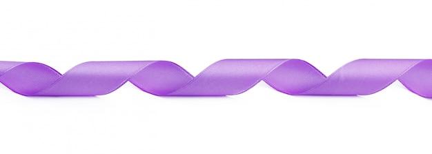 Фиолетовая атласная лента на белом фоне