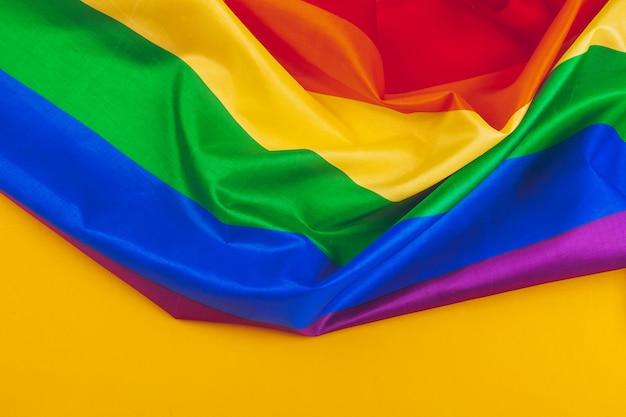 ゲイ虹色旗の生地の質感をクローズアップ
