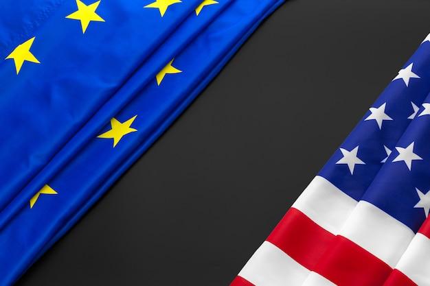 欧州連合とアメリカの国旗。