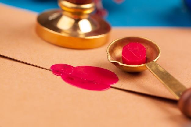 Винтаж письмо с красной печатью крупным планом