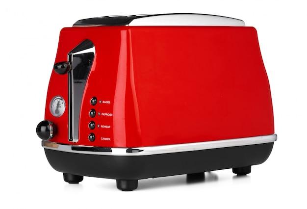 Стильный красный тостер для хлеба на белом фоне
