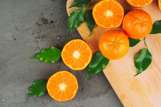 ジューシーな完熟オレンジをクローズアップ