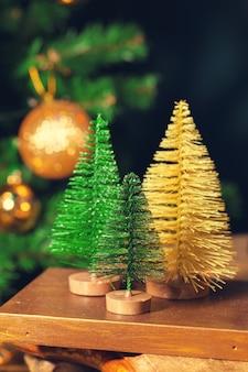Новогоднее украшение на деревянный стол