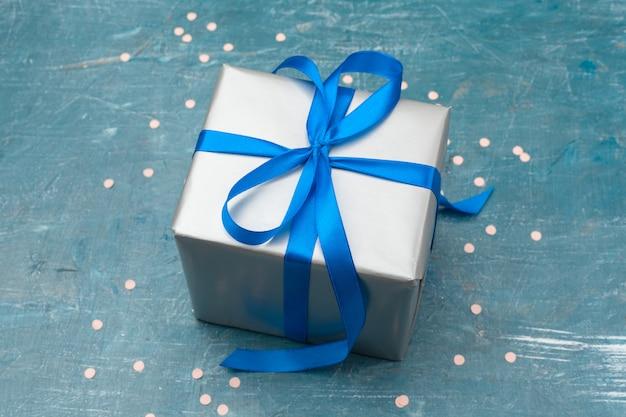 タブレットのクリスマスギフトボックス