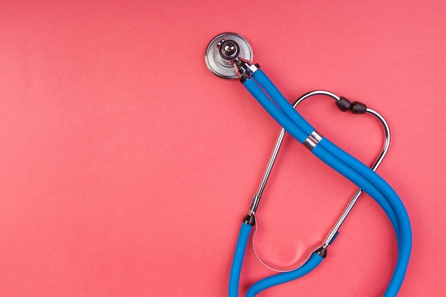 赤に分離された聴診器