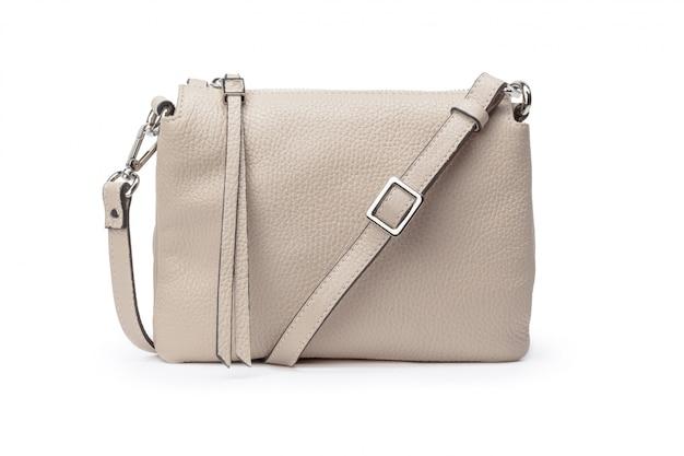 Женская модная сумка через плечо на белом фоне