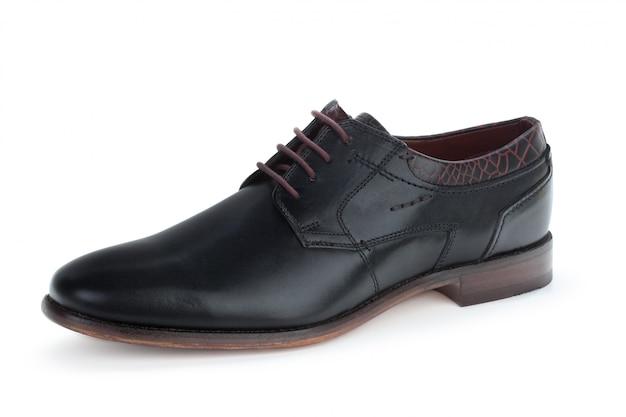 白で隔離される黒革フォーマルな男性の靴