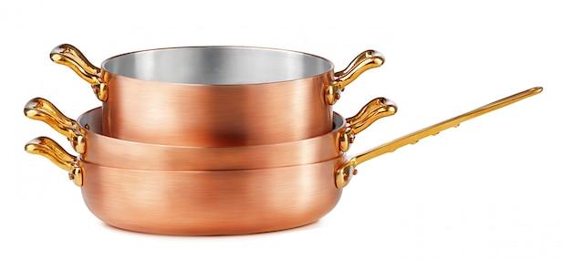 分離された清潔で光沢のある銅鍋