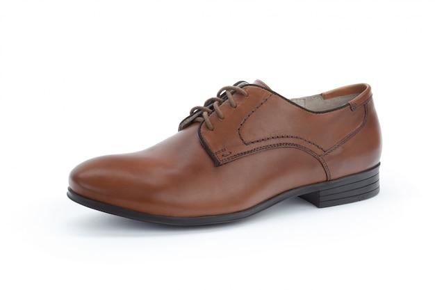 分離された茶色の正式な男性の革の靴