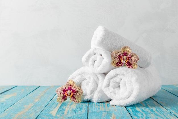 蘭の花とタオル