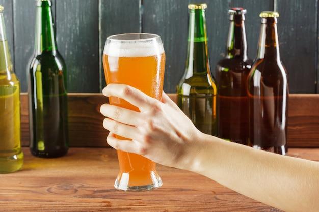 Стакан пива и пивная бутылка