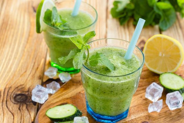 Зеленый овощной смузи