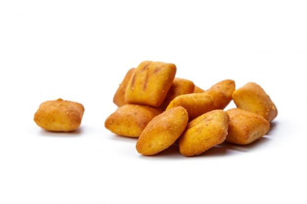Печенье крекер, изолированные на белом