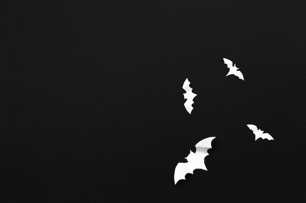 Бумажные летучие мыши летают