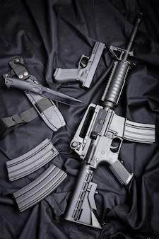 Современное оружие, черный фон