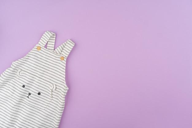 Одежда для девочек на сиреневом фоне