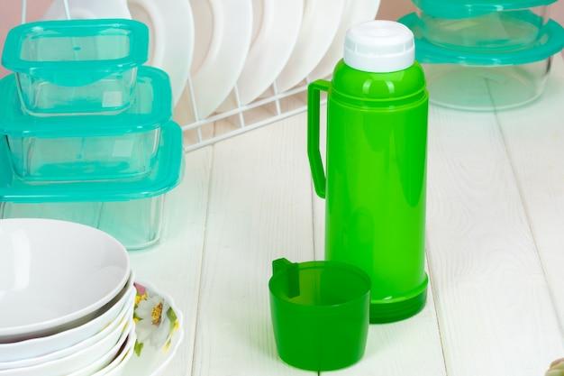 台所の食器に対して魔法瓶