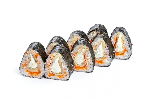 Суши ролл со свежими ингредиентами