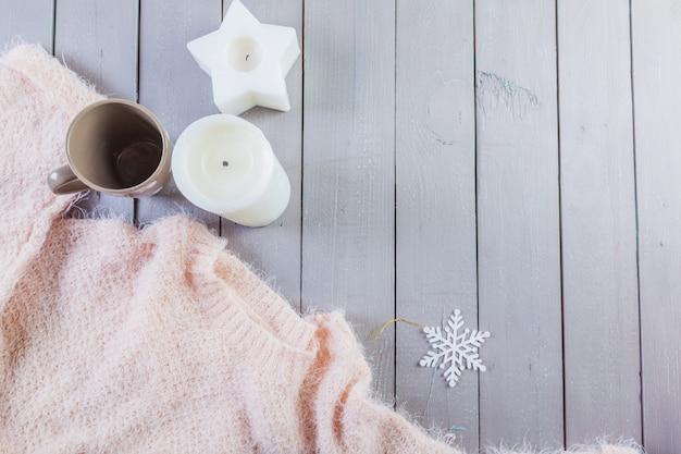 Крупным планом фото теплый свитер с кружкой