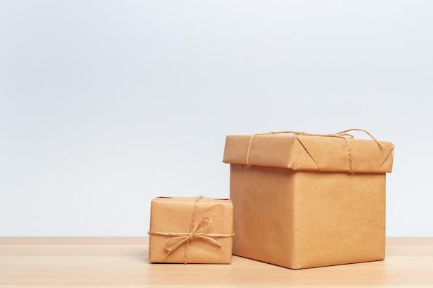 Рождественская подарочная коробка на планшете