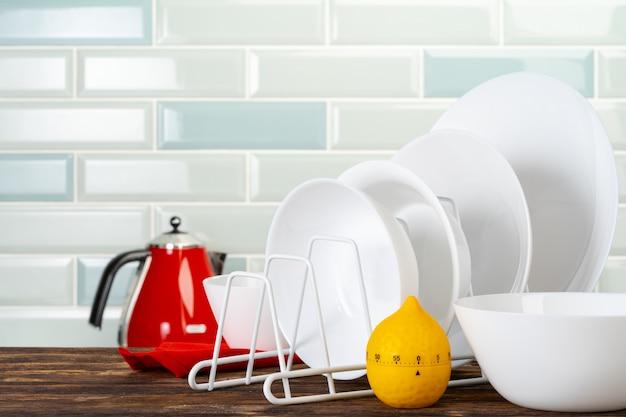 キッチンカウンターのさまざまな台所用品