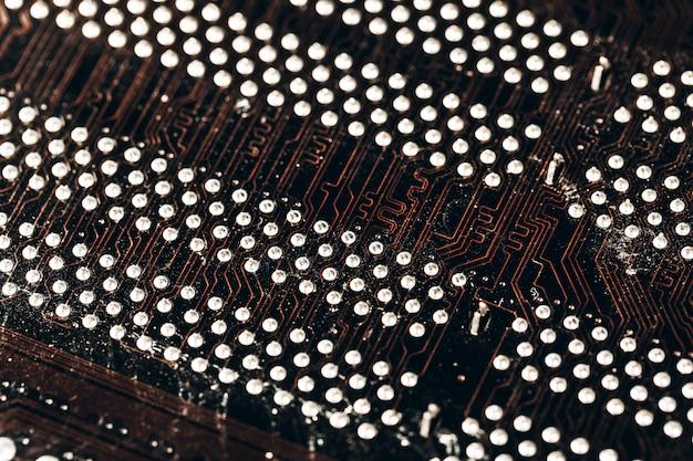 コンピューターのマザーボードをクローズアップ。コンピューターの部品