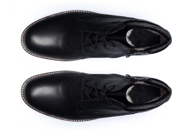 白、トップビューで分離された古典的な男性の革の靴。
