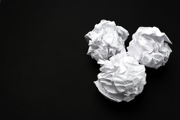 ホワイトペーパーのボール