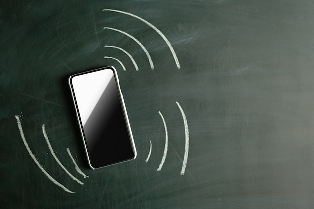 Вибрирующий телефон. нарисовано мелом