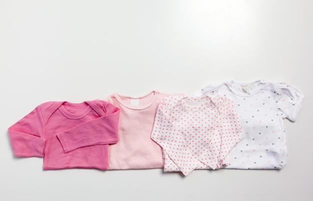 赤ちゃんの服とアイテムのセット