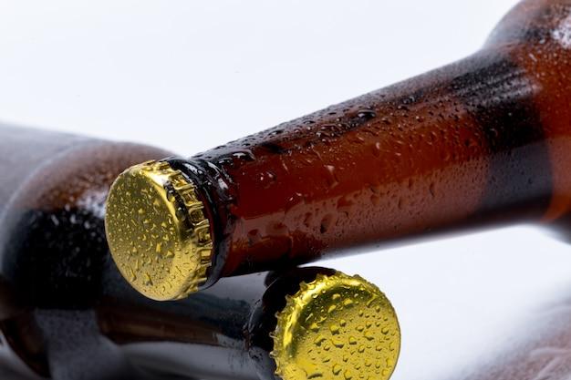 Набор изолированных пивных бутылок