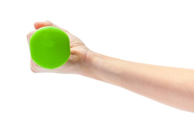 白で隔離ダンベルを持っている女性の手