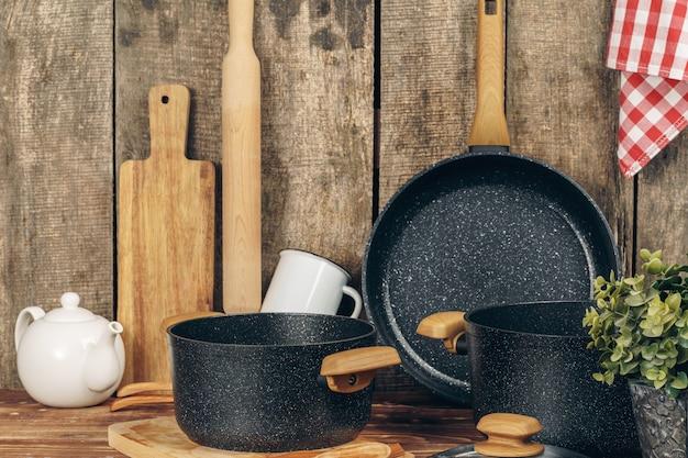 キッチンカウンターの調理器具セット