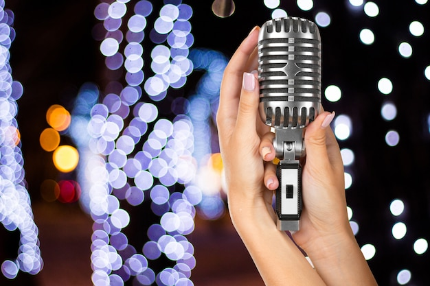 Популярный певец