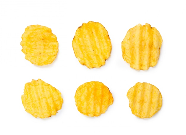 分離された黄色のポテトチップス