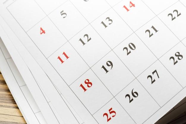 Календарь на столе