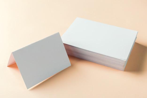 紙の空白の名刺