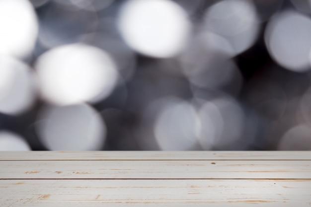 Рождество боке с пустым деревянным столом