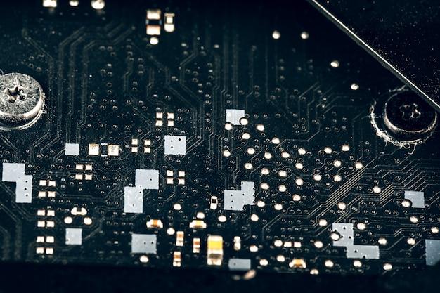 コンピューターのマザーボードをクローズアップ。コンピュータ部品