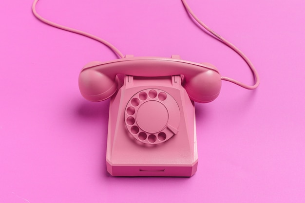 色のビンテージ電話
