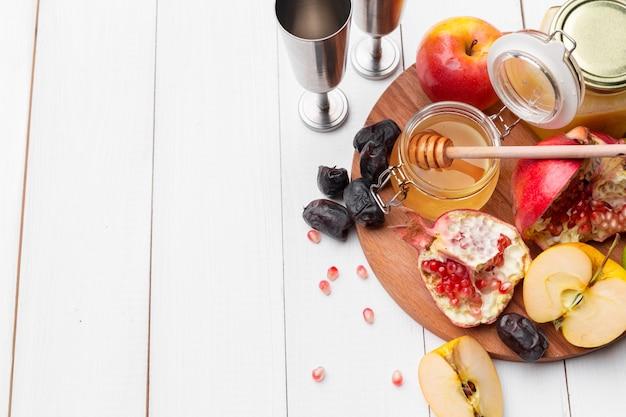 Яблоко и мед, традиционная еда еврейского нового года