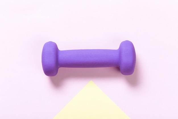 紫色のダンベル