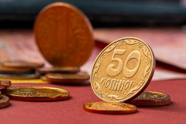 ウクライナのお金。新規の金種および古い硬貨と紙幣の概念の引き出し