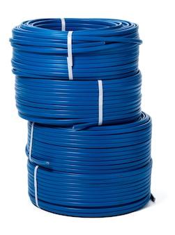 分離された青いケーブルのコイル