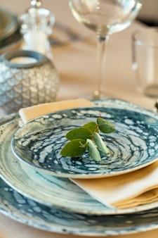 Роскошная сервировка для мероприятия в ресторане