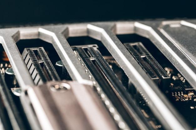 プロセッサを搭載した電子回路基板のクローズアップ
