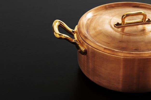 光沢のあるビンテージ銅調理器具