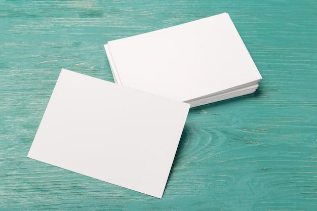 白紙の机の上